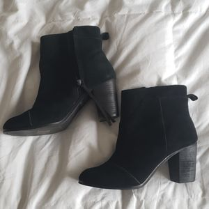 Tom's Suede Ankle boot - Size 8